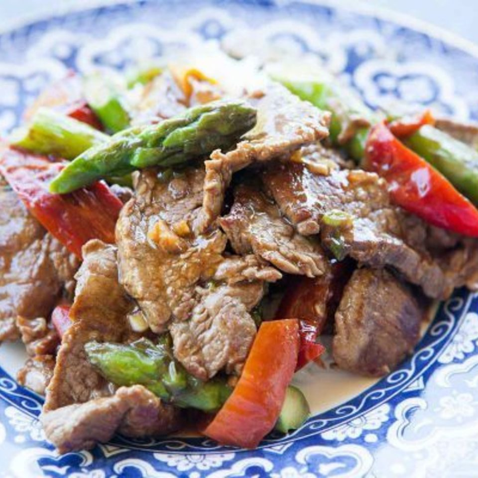 Flank steak stir fry asparagus red pepper horiz a 1800 600x40020170410 5534 cgx6c1 960x960