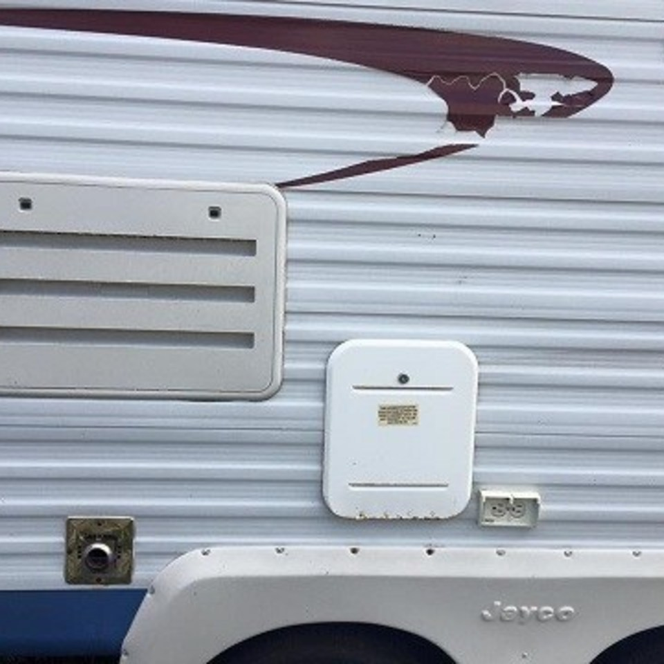 2004 jayco ext side view 5 220170517 23734 2tq2le