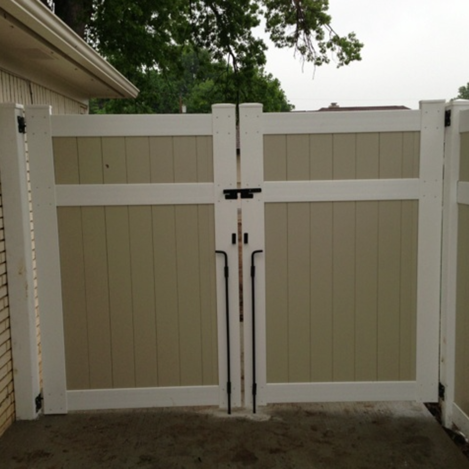 Midland vinyl fence   deck company   tulsa and coweta  oklahoma   vinyl metal wood fence sales and installation   privacy   vinyl white two color privacy fence with gate  3 rails20170609 24697 q8xmcf
