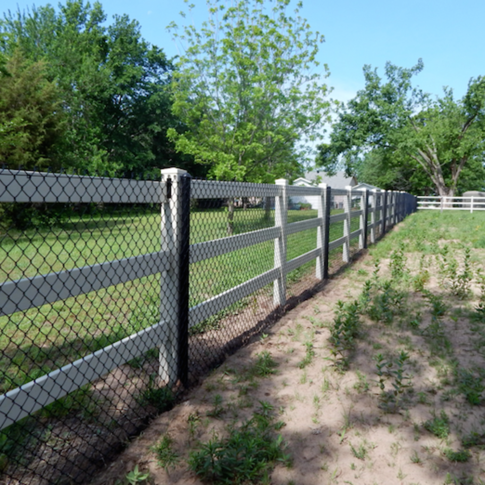 Midland vinyl fence   deck company   tulsa and coweta  oklahoma   vinyl metal wood fence sales and installation   ranch rail   vinyl white ranch rail fence with 3 rails  black chain link20170609 8389 mbra1i
