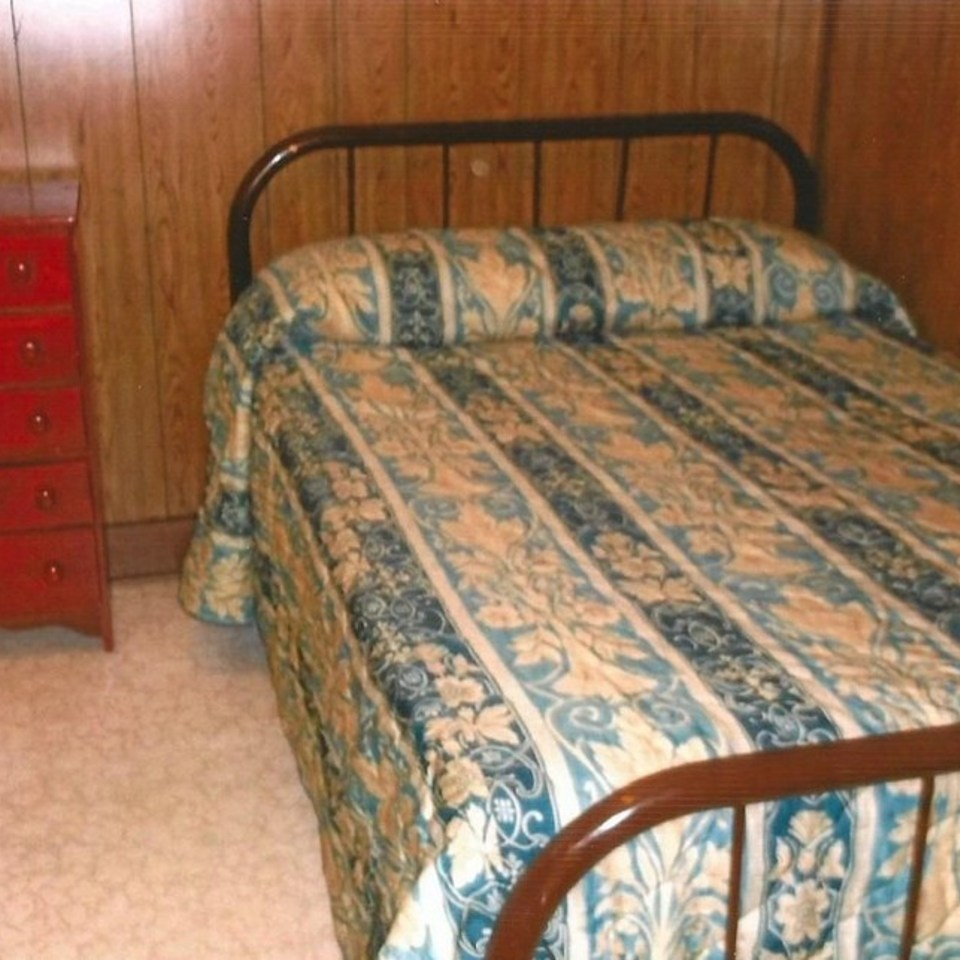 Cabin 1 big green bedroom 220140325 22180 y8wo1m 960x960