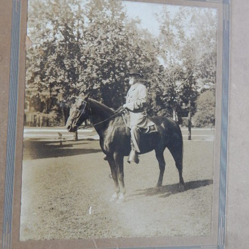 Albumen  confederate colonel heiskell on horseback ucv files820170915 6035 1f7l16c