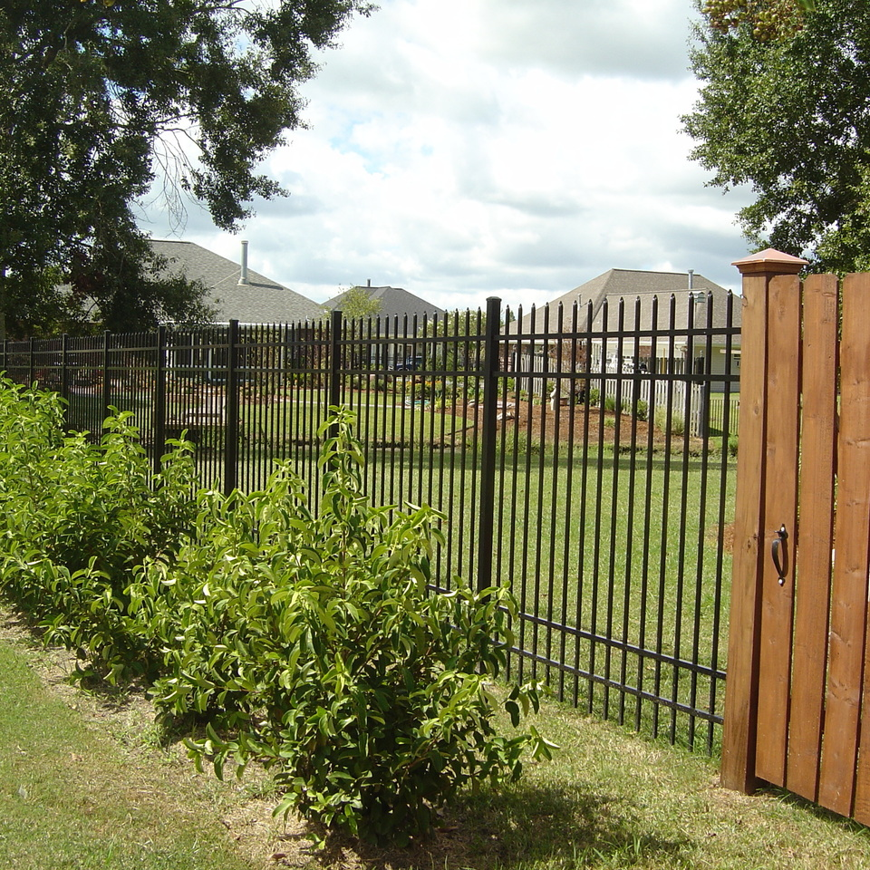 Blouin fence and shutter 1  36 (2)20170926 27218 1h322pg
