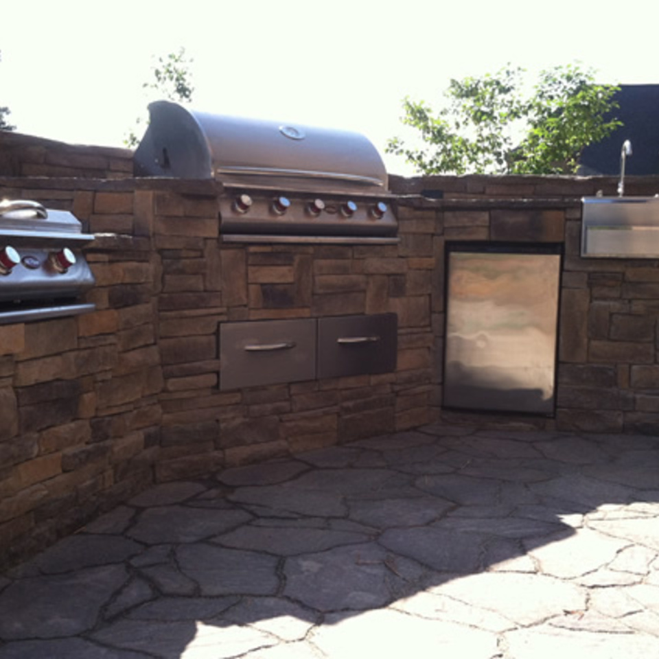 Custom flagstone outdoor kitchen20170827 8271 1sk490 960x960