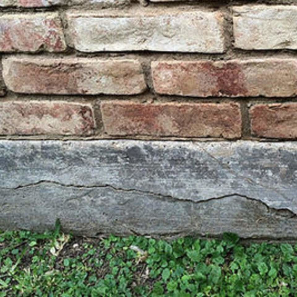 Foundation crack under brick min