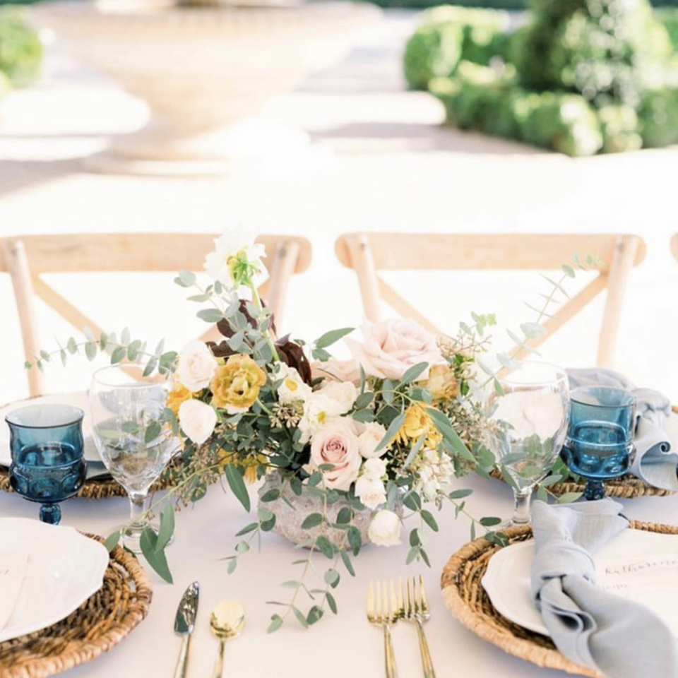 Sweet table scap with blue goblets