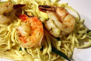 Shrimp scampi over linguini with zuchinni20180430 5870 urdvjs