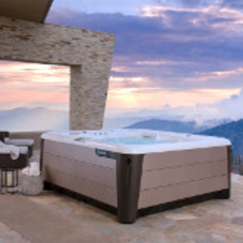 Hotspring highlife envoy 2019 alpine white bronze lifestyle spa alone sunrise