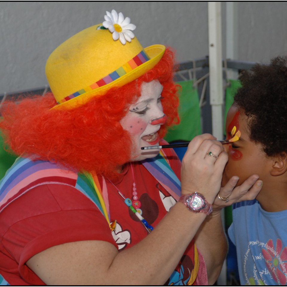 Clown face painting 960x960