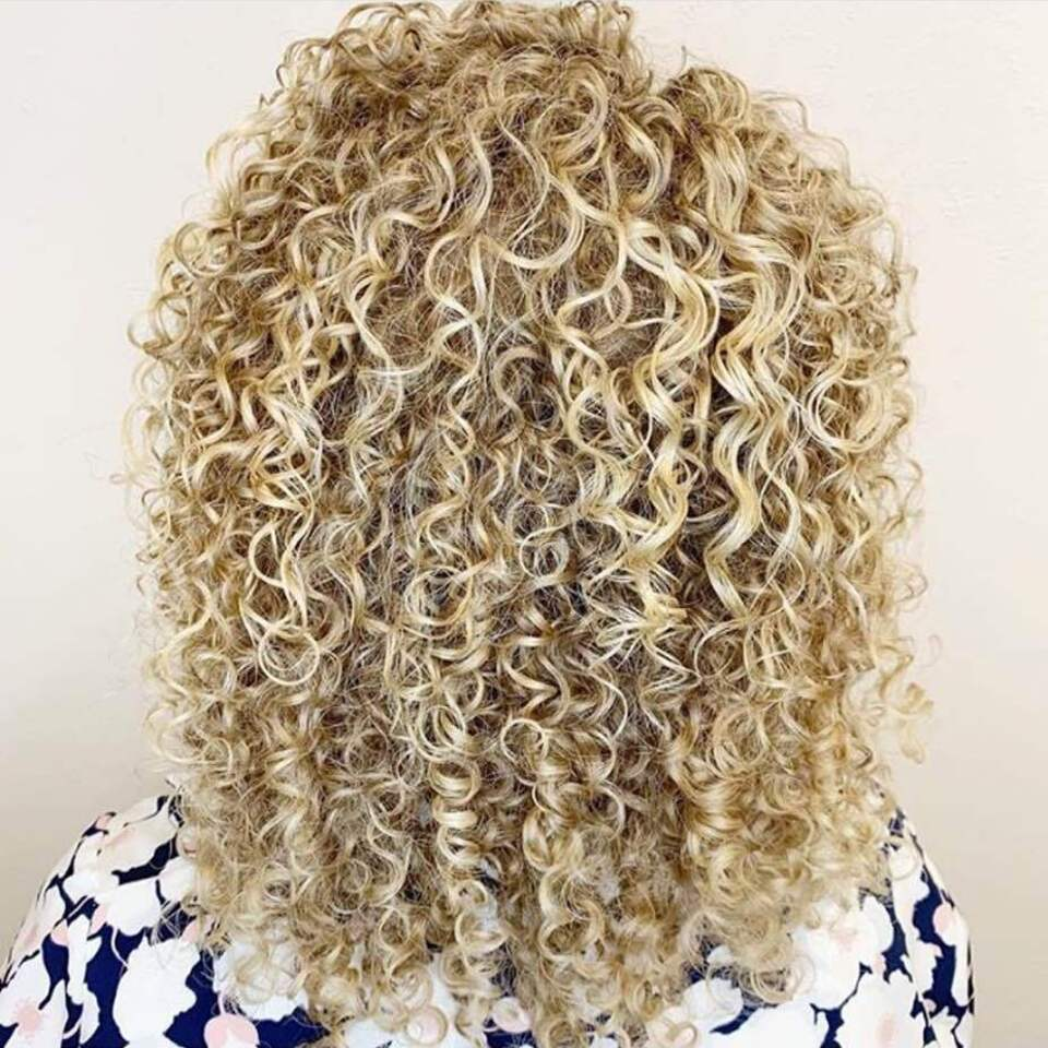 Twisted scizzors linsey curls blonde medium