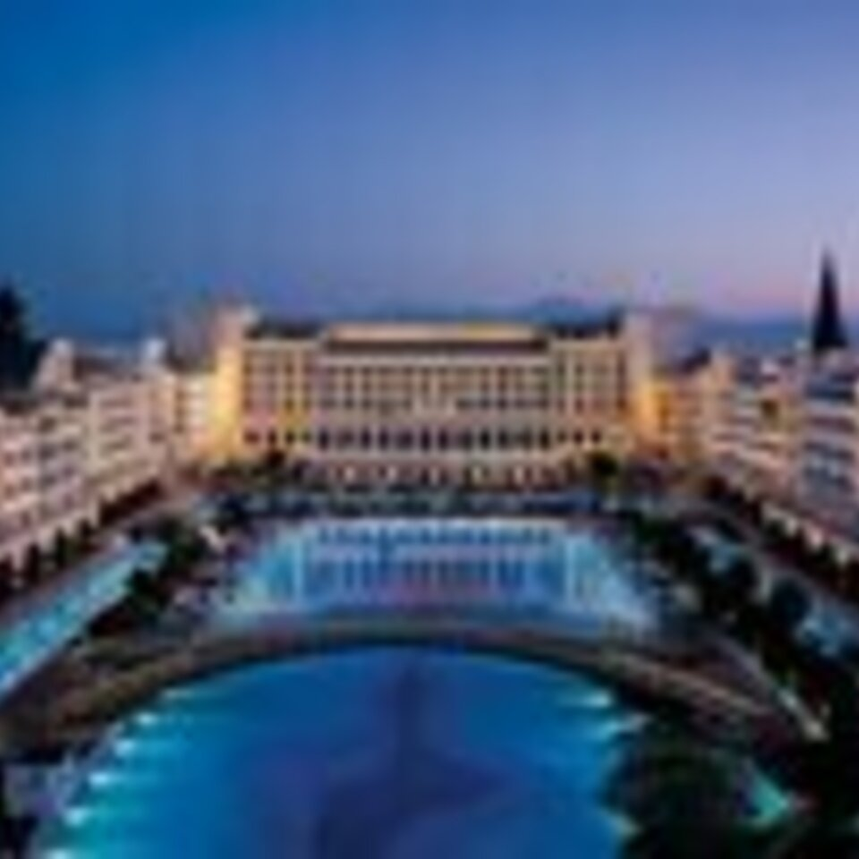 02 world's most outrageous luxury hotels and resorts via mardanpalace.com  760x506