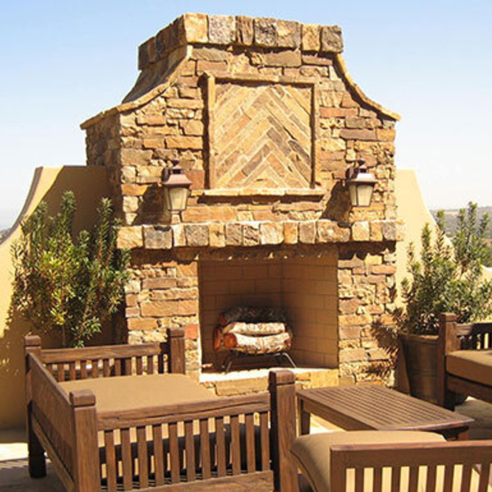 Lionshead outdoor fireplace 2