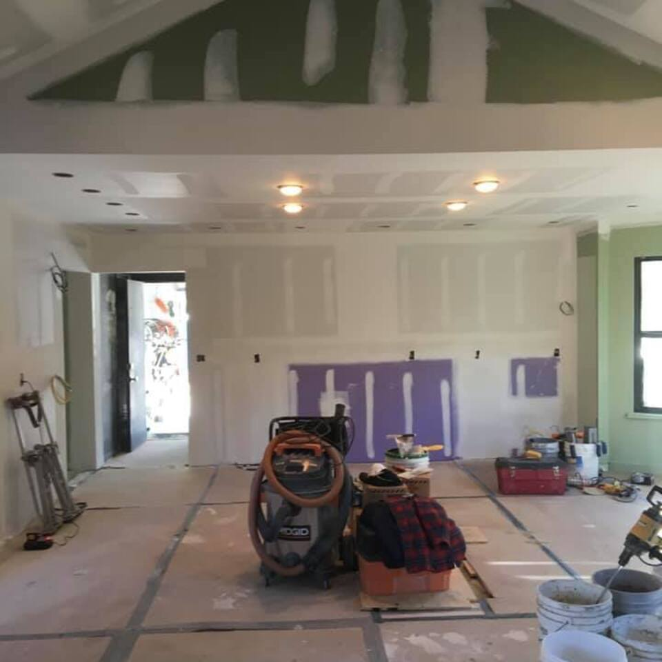3d solutions general contractors   tulsa oklahoma   family room remodel vaulted ceiling built in shelves before photo 2
