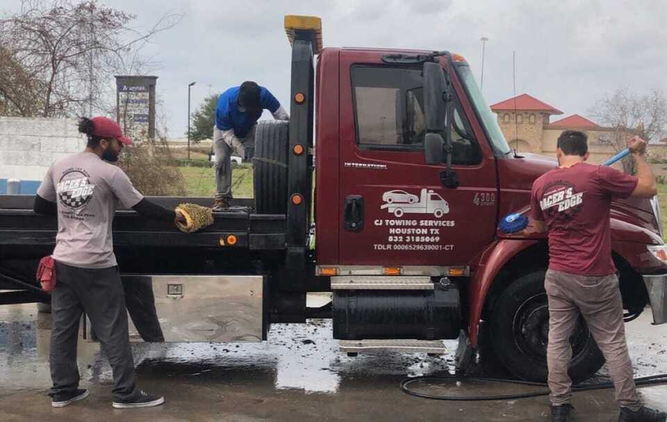 Hand Car Wash for Commercial Truck in Houston