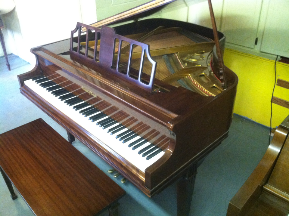 The piano shop for Small grand piano