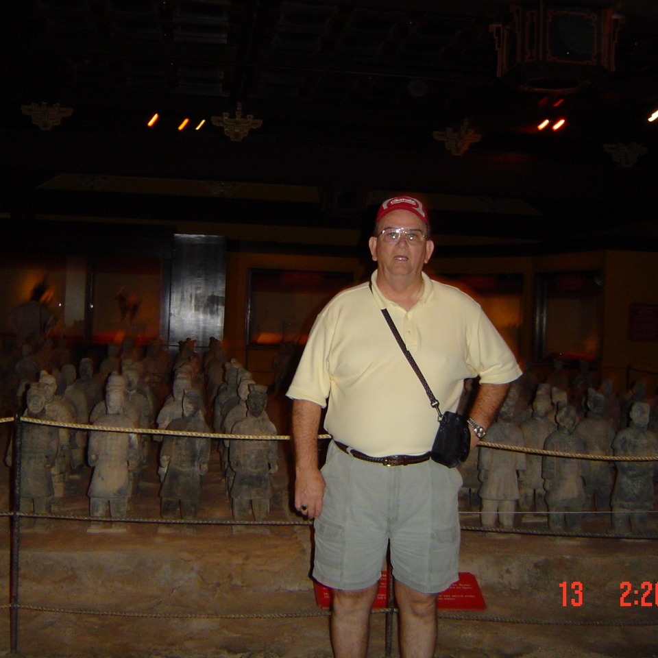Ed in epcot's china museum  oct 200920160617 31641 12qyd0j