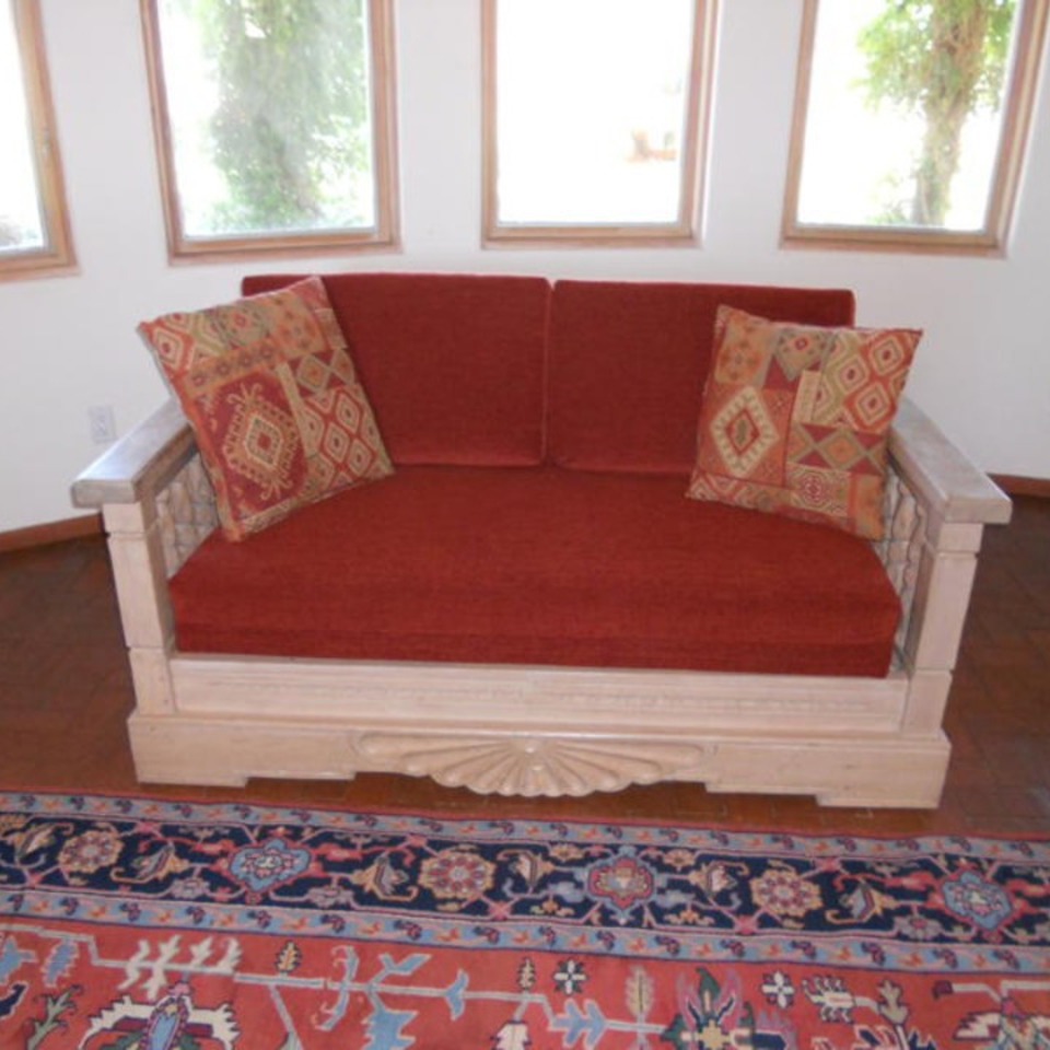 Red sw loveseat20111107 29865 1bgpd9j 0 960x960