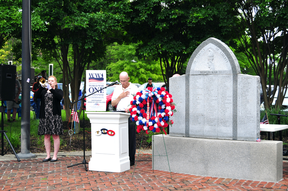 Crowds remember the sacrifices of local military members