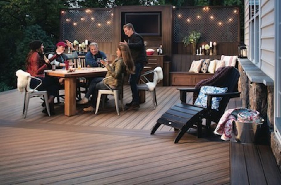Nuredo magazine   tulsa oklahoma   remodeling   deck design 101   13898 a 300   family sitting at table on deck20180615 17953 154kcb3