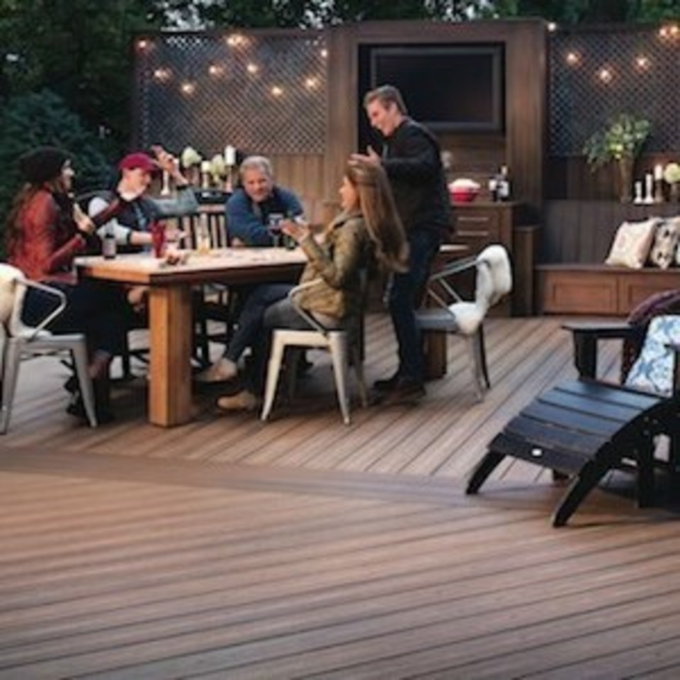 Nuredo magazine   tulsa oklahoma   remodeling   deck design 101   13898 a 300 sq   family sitting at table on deck20180615 14684 1vtjeco 960x960